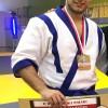 Artur Pujszo na najwyższym stopniu podium