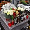 Immunolog P.Grzesiowski: 1 listopada cmentarze powinny być zamknięte