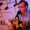 Koncert Jacka Gesska śpiewającego kardiologia w Światłowni