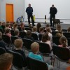Policyjny pies Figa wraz z policjantami uczestniczyli w zajęciach szkolnych