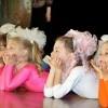 W czasie przedstawienia, dzieci otrzymają upominki