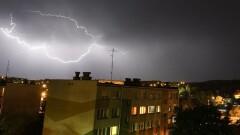 Gorące tematy - Alert RCB: Ostrzeżenie przed burzami dla mieszkańców siedmiu…