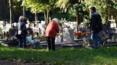 Minister zdrowia apeluje o noszenie maseczek na cmentarzach
