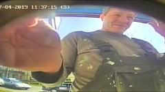 Rozpoznajesz tego mężczyznę? Przywłaszczył sobie cudze pieniądze z bankomatu…