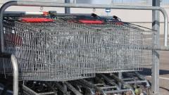 Ukradli wózki sklepowe, by oddać je na złom
