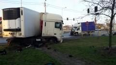 Zderzenie dwóch ciężarówek na DK-10