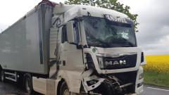 Zderzenie dwóch ciężarówek na DK 15