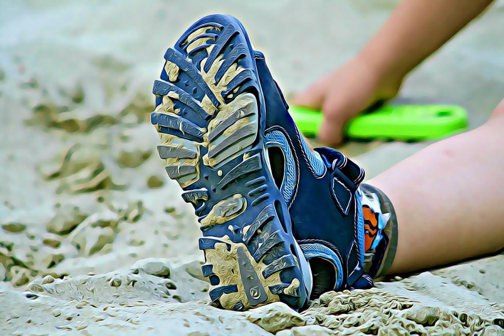 10-latek przysypany piachem podczas zabawy. Walczy o życie