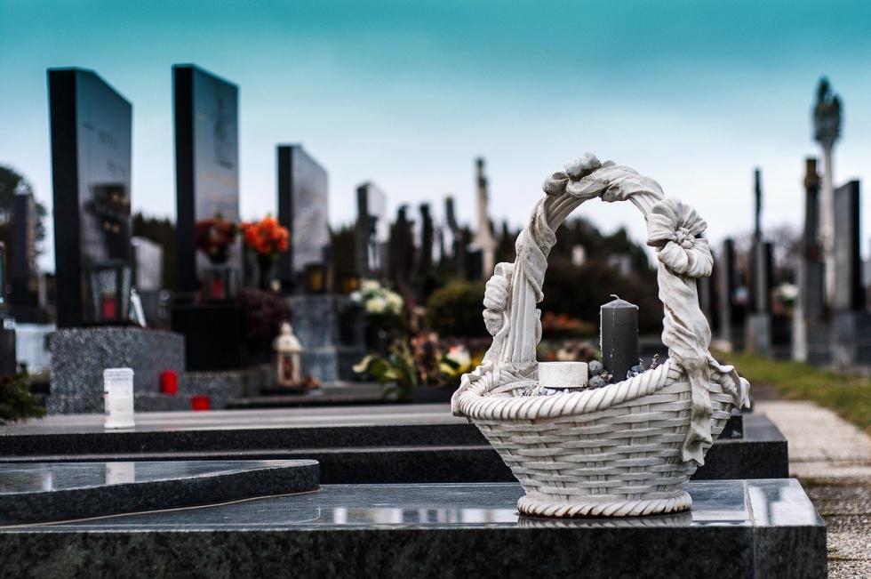 1 listopada z powodu pandemii nie będzie mszy św. na cmentarzach i procesji z modlitwą za zmarłych