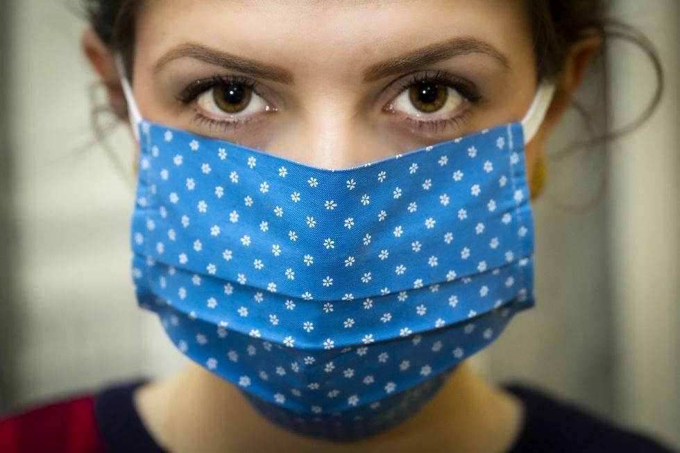 Badanie: Zachowanie dystansu, maseczki i ochrona oczu dobrą ochroną przed COVID-19