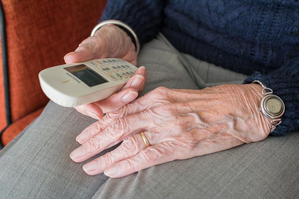 """""""Bransoletki życia"""" dla osób starszych i potrzebujących w regionie pomogą uratować życie"""