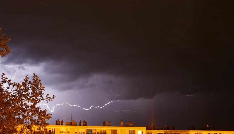 Burza, deszcz i silny wiatr. Ostrzeżenie meteorologiczne w regionie
