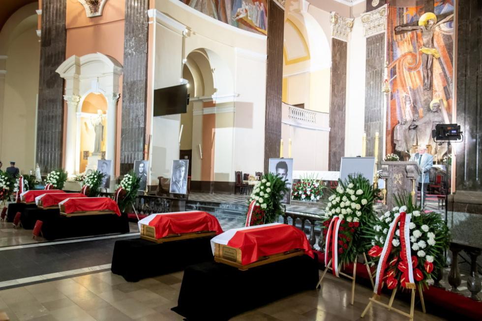 Bydgoszcz: Pochowano pięciu straconych bohaterów podziemia antykomunistycznego