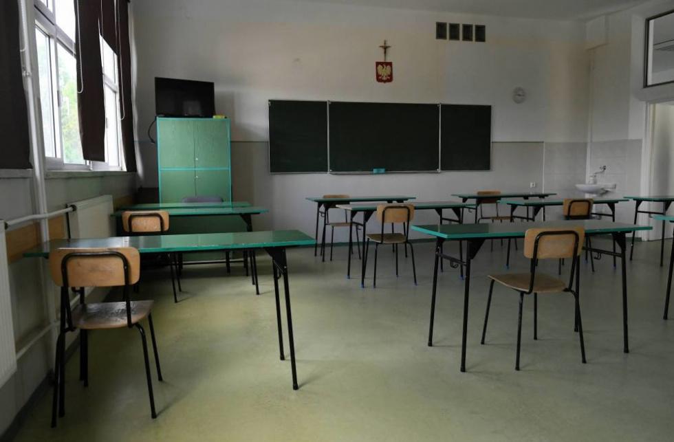 Czarnek: Jeśli nie będzie trzeciej fali pandemii, w lutym wrócą do szkół uczniowie klas VIII i maturalnych