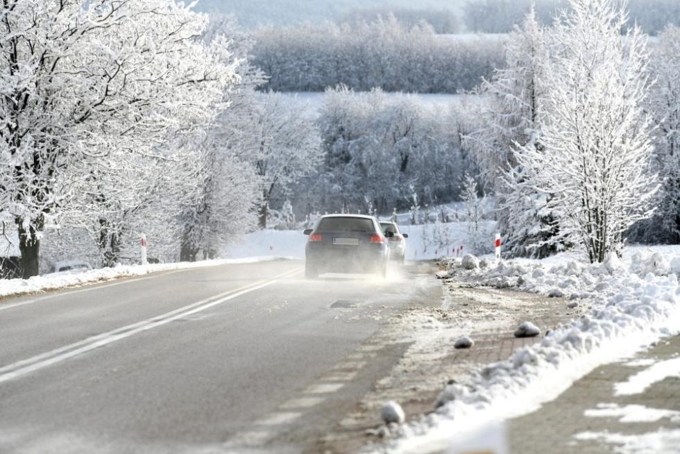 GDDKiA: Ślisko na drogach; jazdę utrudnia padający śnieg i błoto pośniegowe