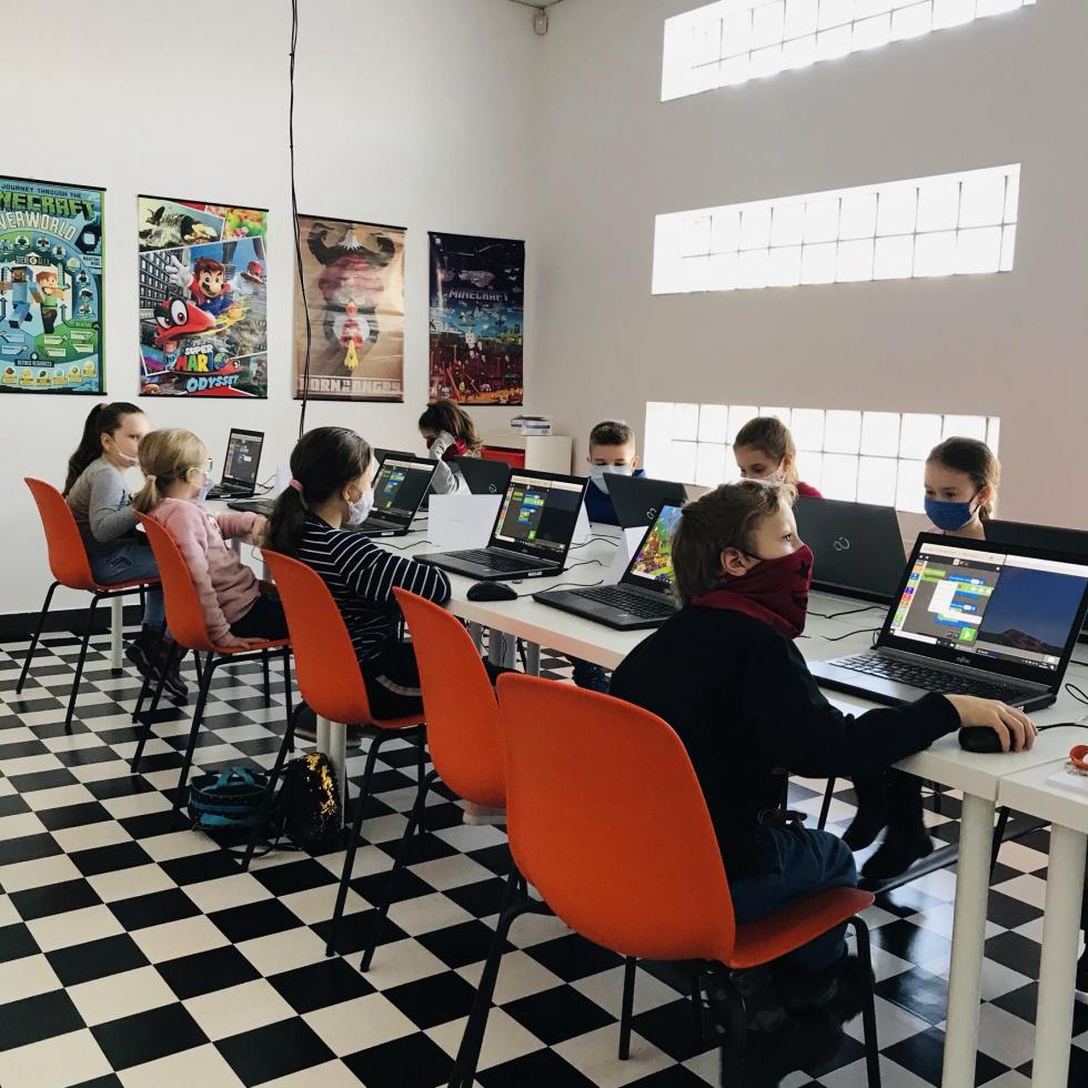 """Gigantyczny sukces akcji """"Koduj z Gigantami"""" – prawie 10 000 uczestników warsztatów z programowania!"""