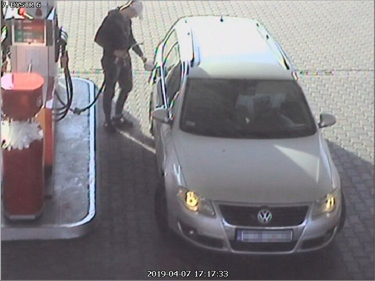 Kradli paliwo ze stacji Circle K przy DK nr 10. Są poszukiwani [FOTO]