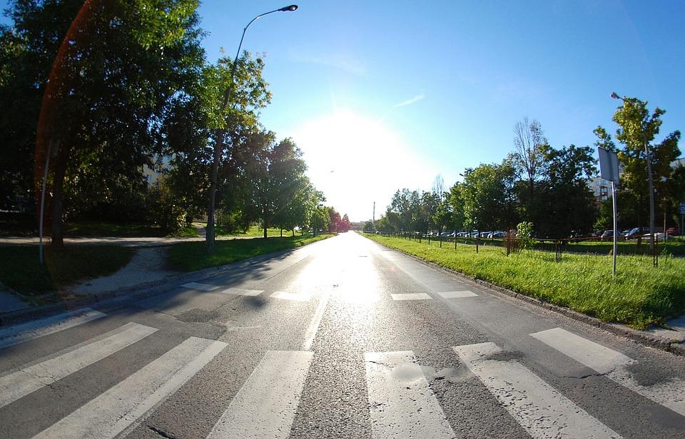 Malowanie pasów na bydgoskich przejściach dla pieszych