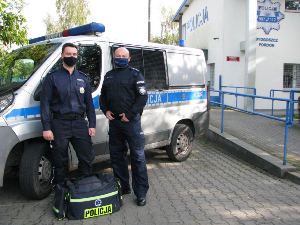 Mieszkaniec powiatu bydgoskiego powiesił się na lince, uratowali go policjanci