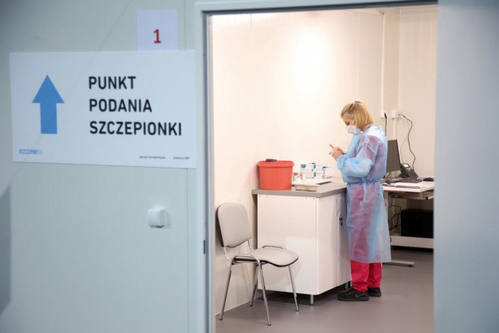NFZ: 117 dodatkowych wyjazdowych punktów pomoże w domach szczepić przeciw COVID-19