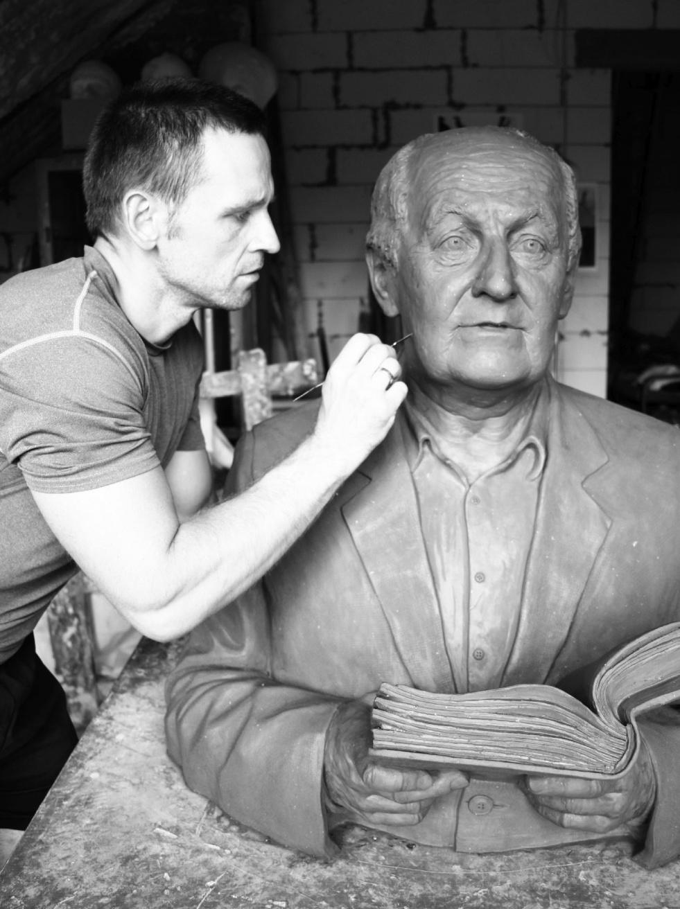 Odsłonięcie rzeźby nagrobnej Mieczysława Franaszka w Bydgoszczy