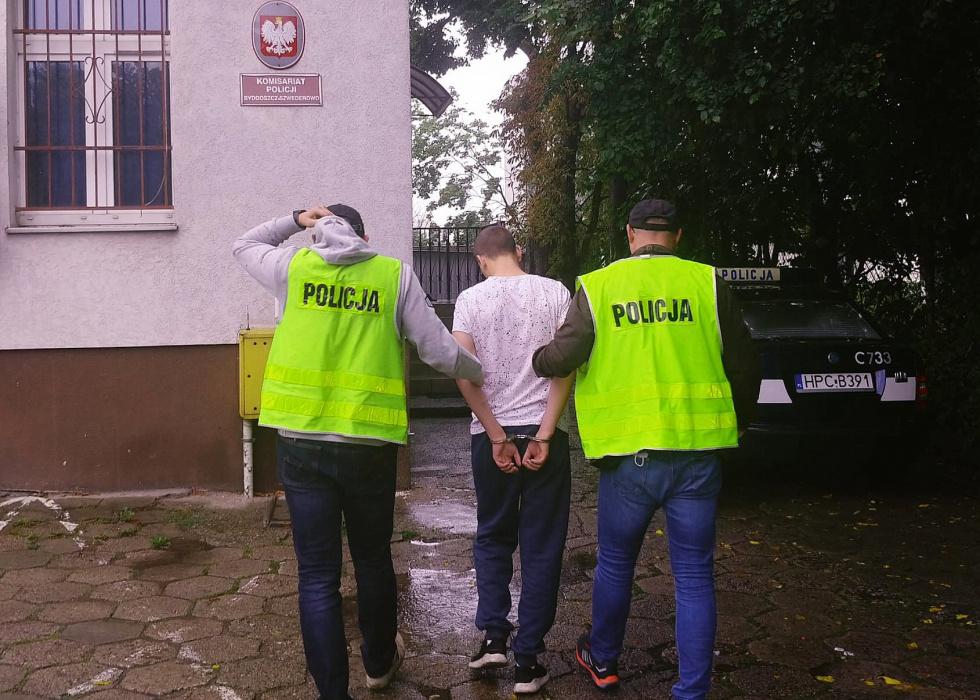 Podpalali śmietniki na terenie Bydgoszczy. Zostali zatrzymani i usłyszeli…