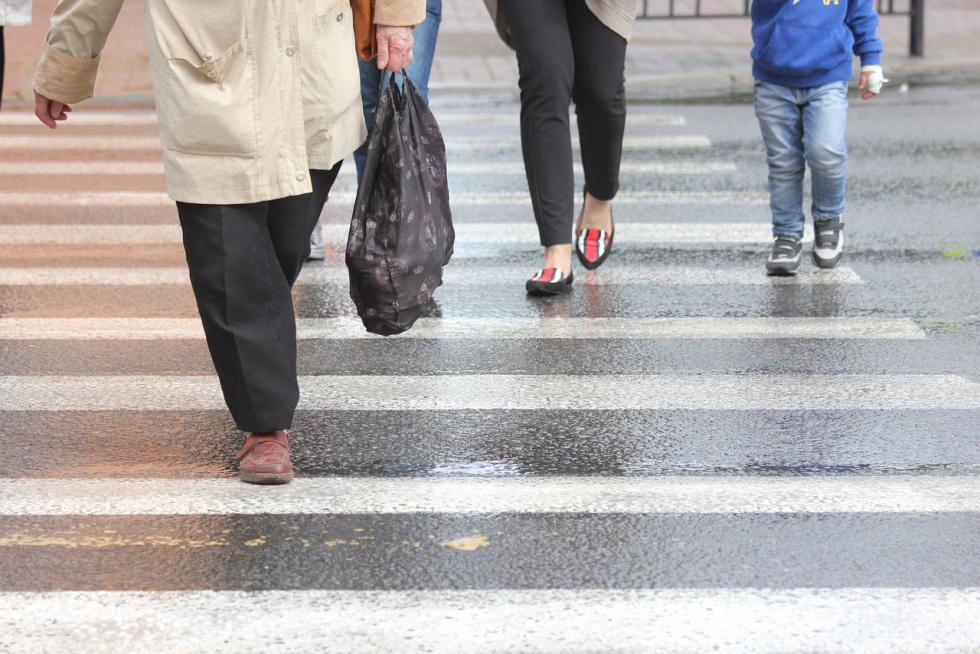 Potrącił mężczyznę przechodzącego przez przejście dla pieszych w Solcu Kujawskim. Policja poszukuje świadków