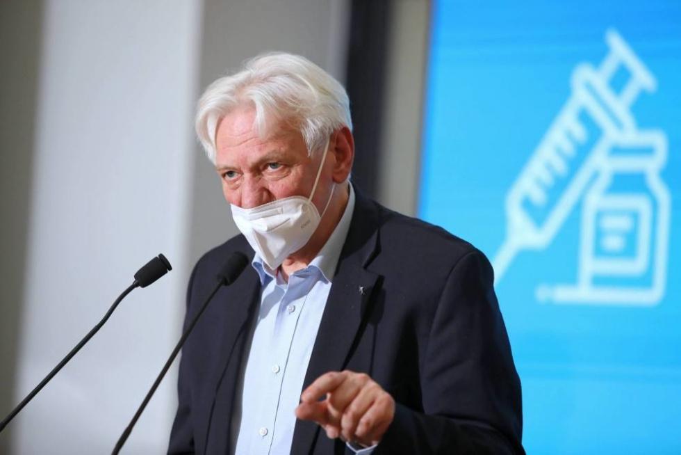 Prof. Horban: Być może trzeba będzie wprowadzić obowiązek szczepień przeciw…