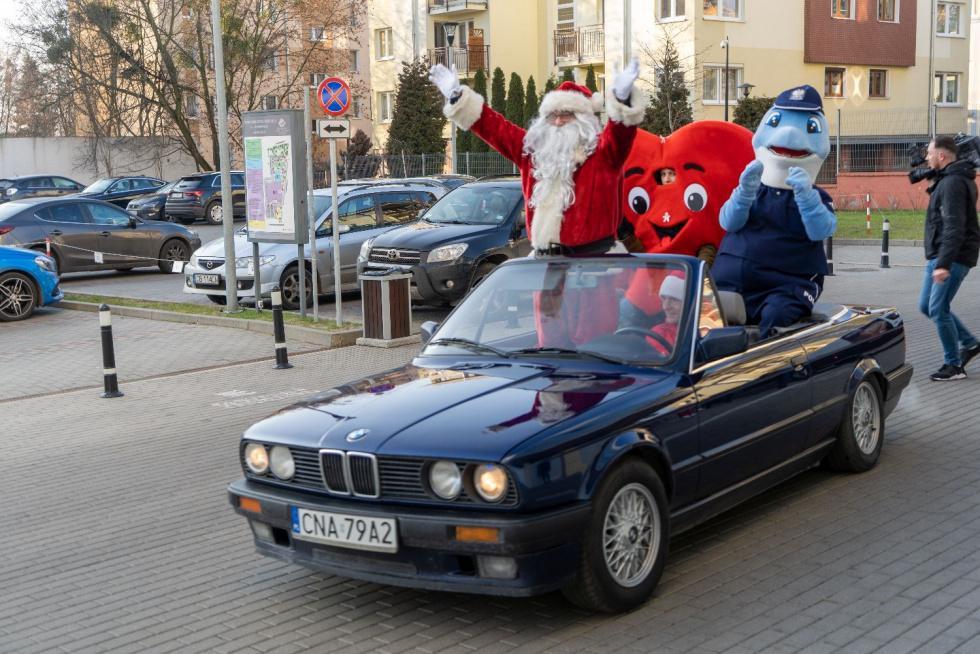"""Święty Mikołaj i jego przyjaciele, czyli """"Polfin"""" i """"Serce Caritasu"""" w służbie dzieciom"""