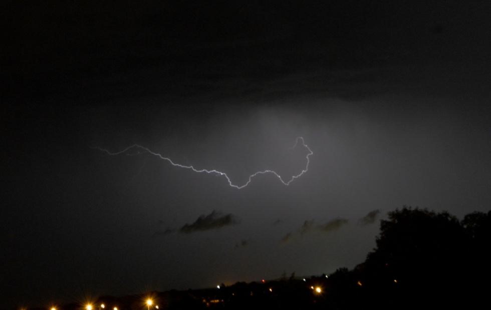 Synoptyk IMGW: Od rana możliwe burze, intensywne opady i silny wiatr