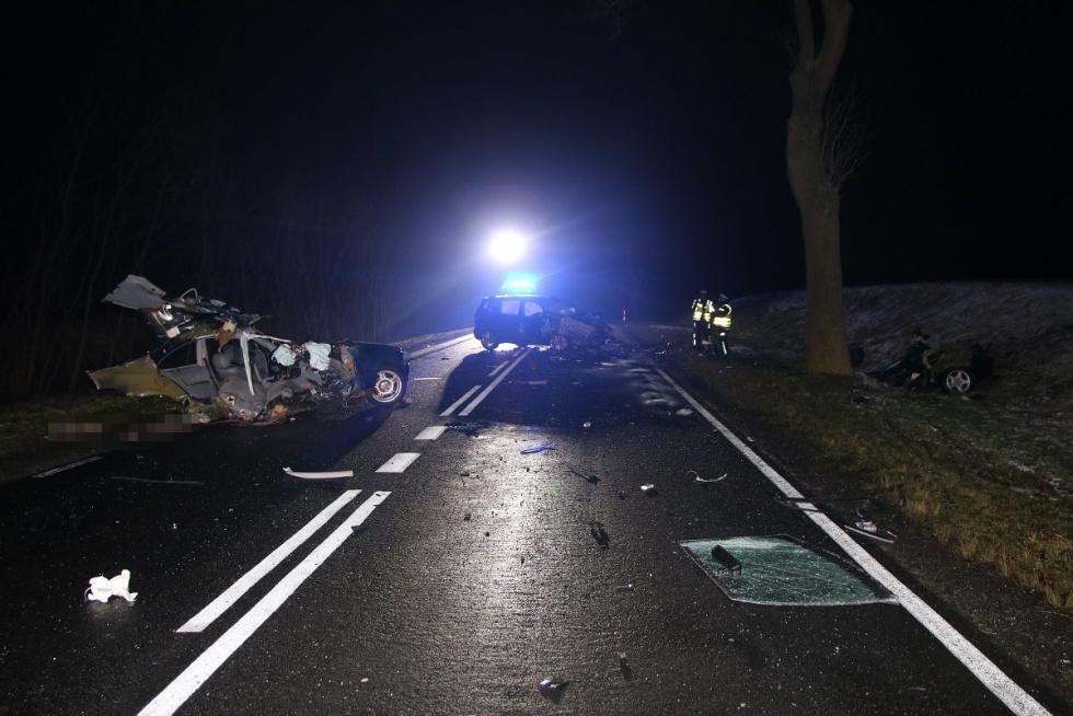 Tragiczne skutki wypadku na DK 10. Zginęła 16-letnia pasażerka BMW