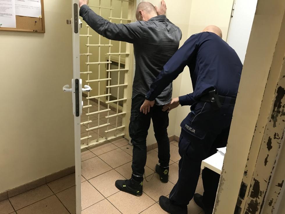 Ukradł auto z Niemiec i prowadził pod wpływem narkotyków. Został zatrzymany