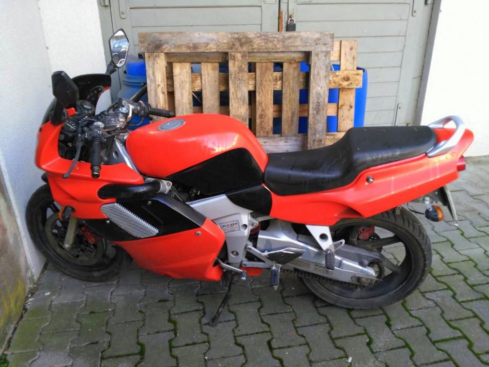 Ukradł motocykl z parkingu. Został zatrzymany