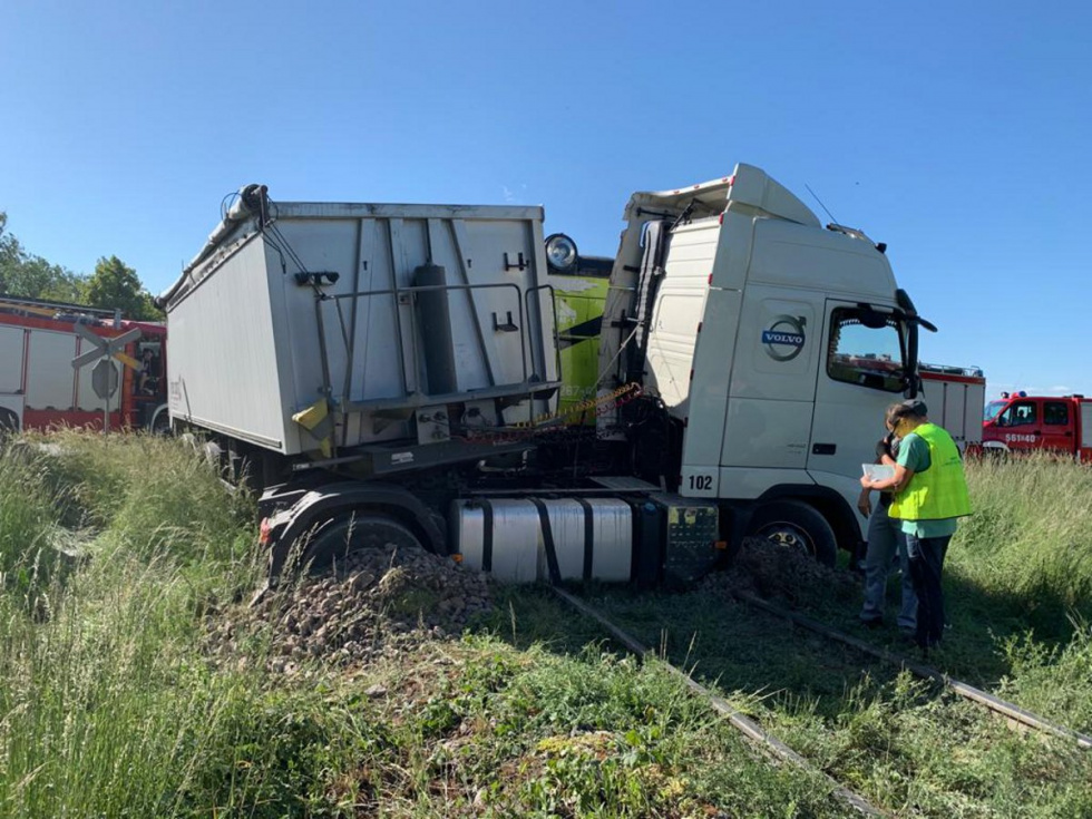 W regionie doszło do zderzenia ciężarówki z lokomotywą