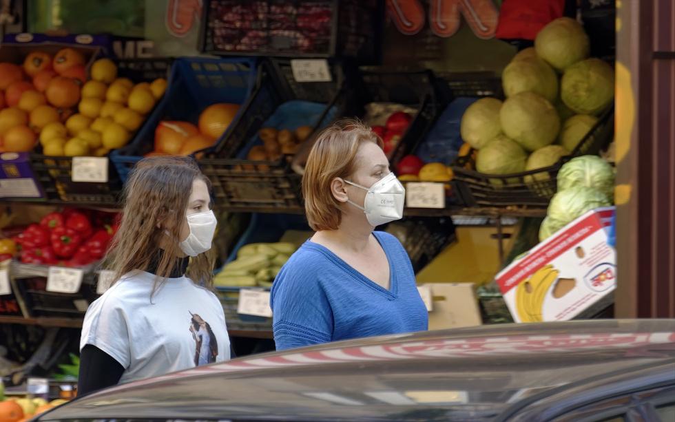 Wiceminister zdrowia: Będą większe kontrole obowiązku zakrywania ust i nosa w sklepach