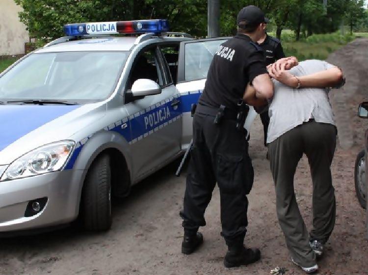 Z użyciem ramy okiennej i noża brutalnie pobił dwóch bydgoszczan. Został zatrzymany